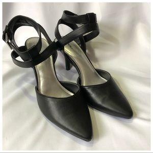 X-appeal strappy Black dress heel 9.5